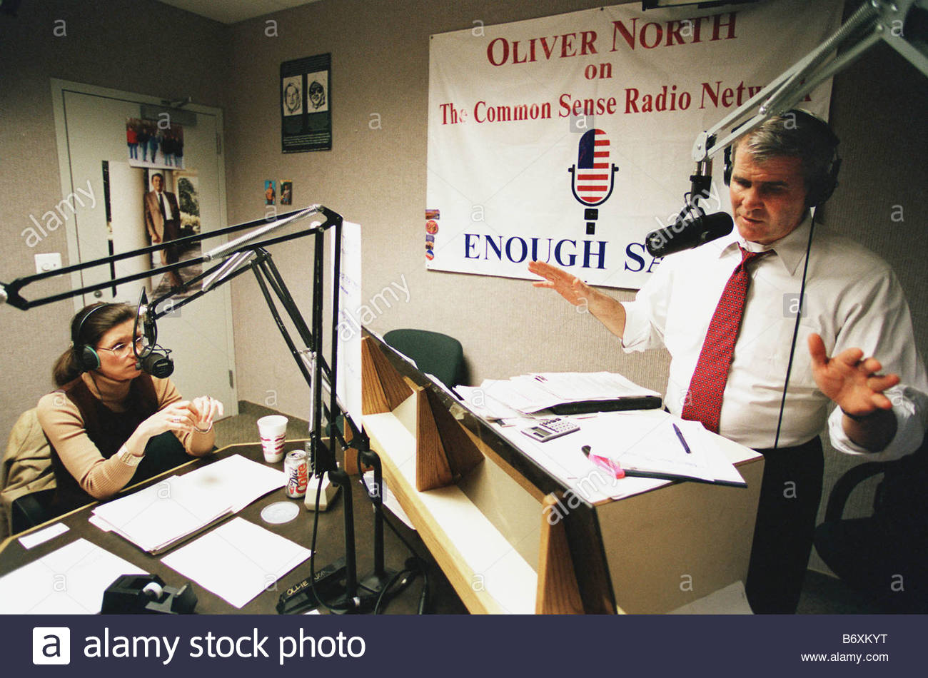 01 28 98 OLLIE NORTH RADIO SHOW During his show the day after President Clinton s State of the Union Address Oliver - Stock Image