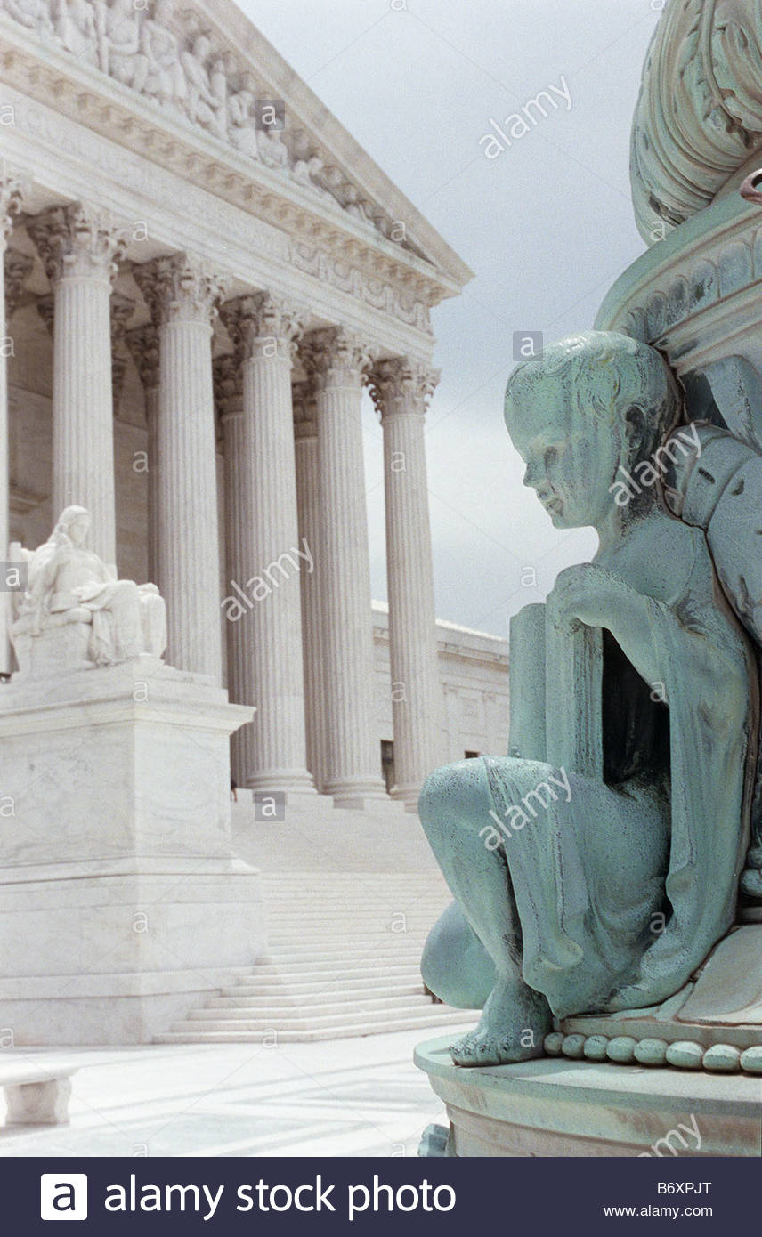 06 09 98 U S SUPREME COURT This bas relief symolizing learning was sculpted by John Donnelly Jr It is on the base - Stock Image