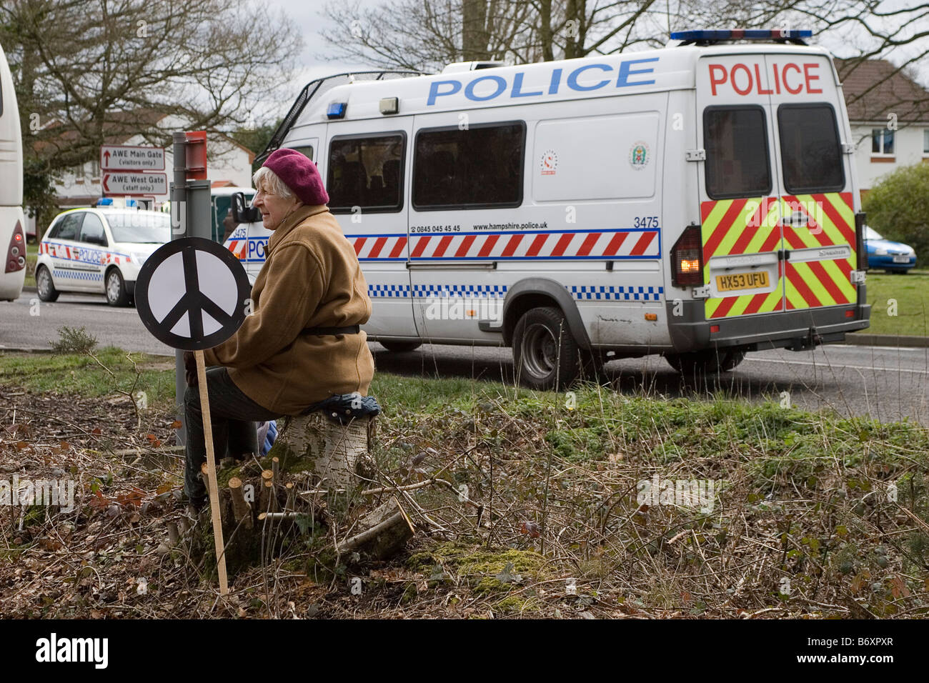 Lone protestor at the Easter 2008 CND protest at AWE, Aldermaston - Stock Image