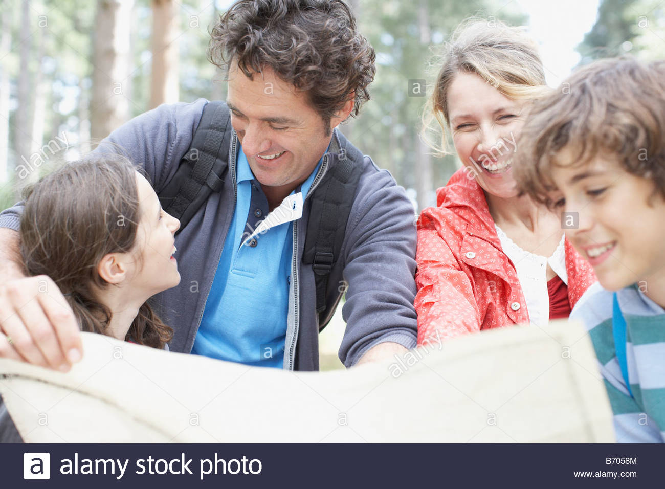 Family looking at map - Stock Image