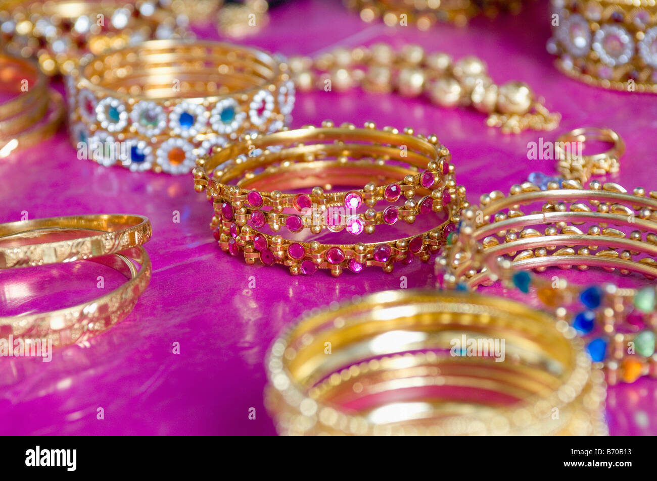 Expensive Gold Jewelry Sale In Stock Photos & Expensive Gold Jewelry ...