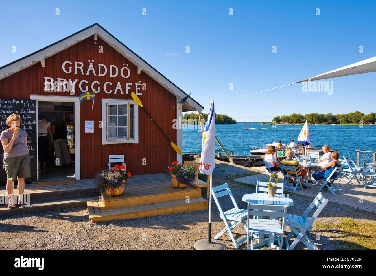SWEDEN STOCKHOLM STOCKHOLM ARCHIPELAGO GRÄDDÖ JETTY CAFÉ - Stock Image