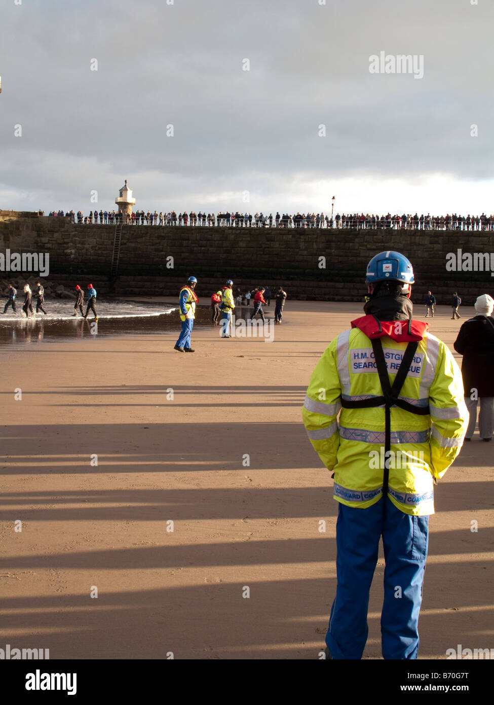 Boxing-day Search and Rescue personell on hand Safety first - Stock Image