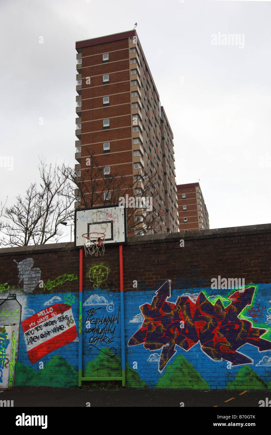 'New beginning' spray painted wall at Hightown & hirise tower buildings in  Dundee, Scotland, UK - Stock Image