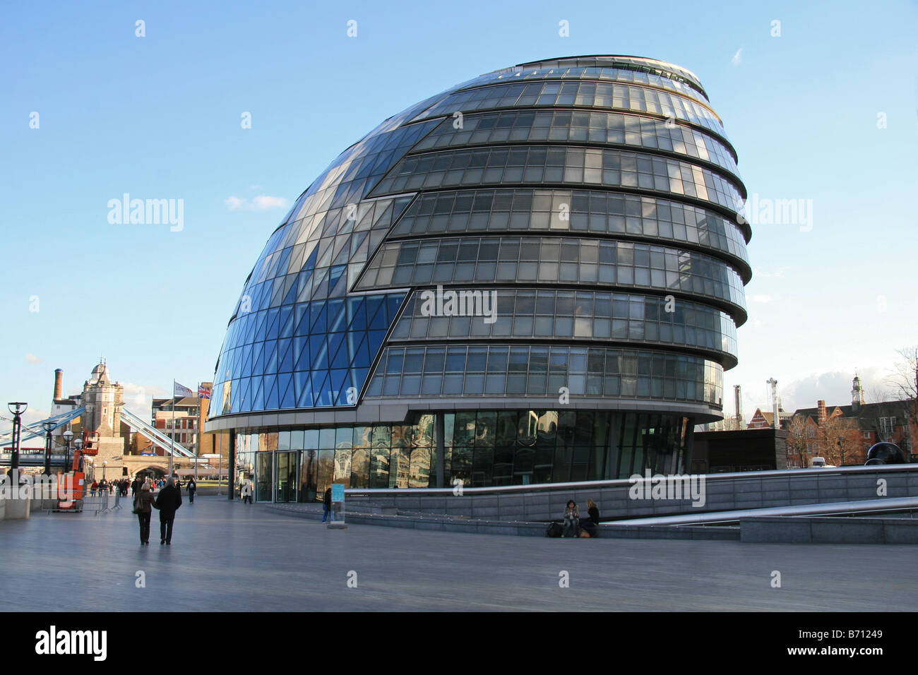 City Hall, the home of the London Assembly and the Mayor of London, beside Tower Bridge, London. - Stock Image