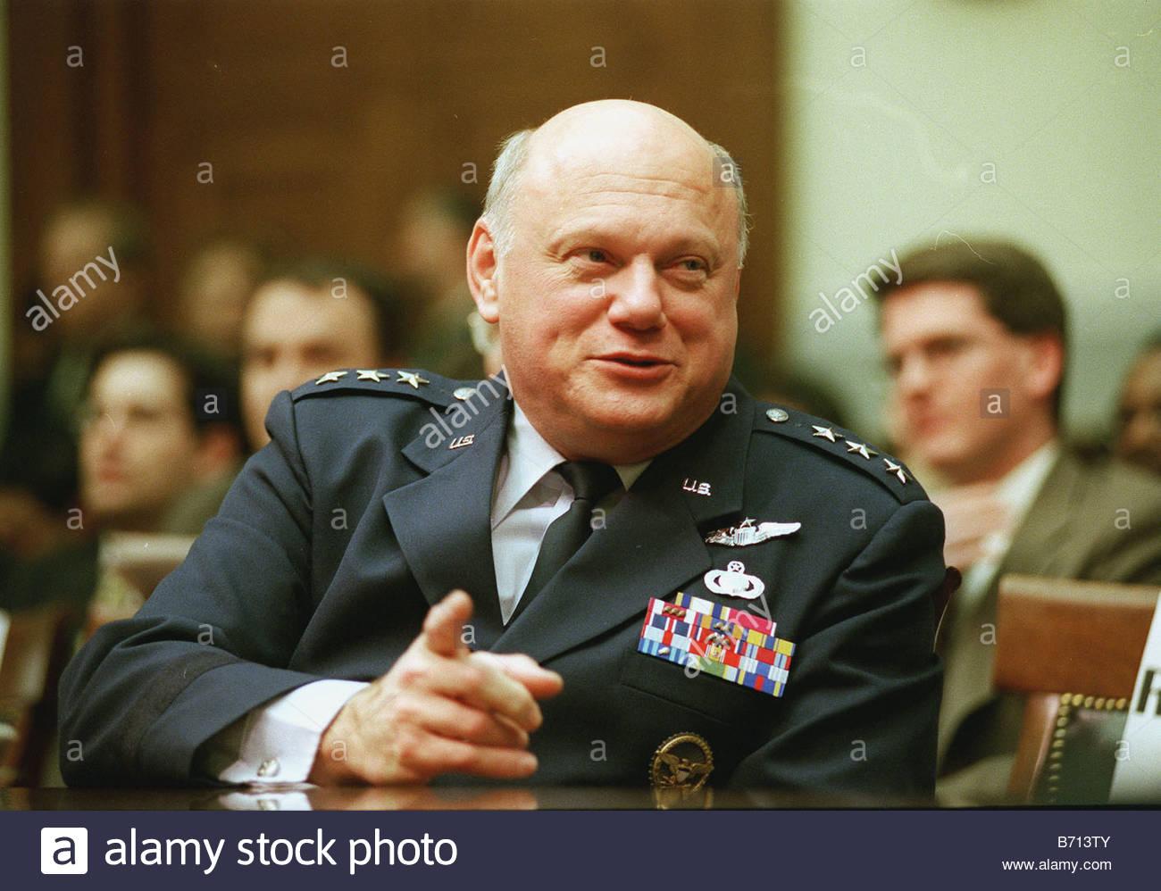 2 16 00 MISSILE DEFENCE PROGRAMS Lt Gen Robert T Kadish director Ballistic Missile Defence Organization during his - Stock Image