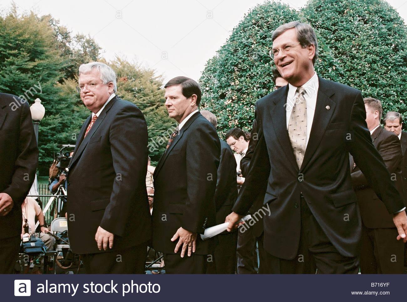 9 12 00 WHITE HOUSE MEETING House Speaker J Dennis Hastert R Ill House Majority Whip Tom DeLay R Texas and Senate - Stock Image