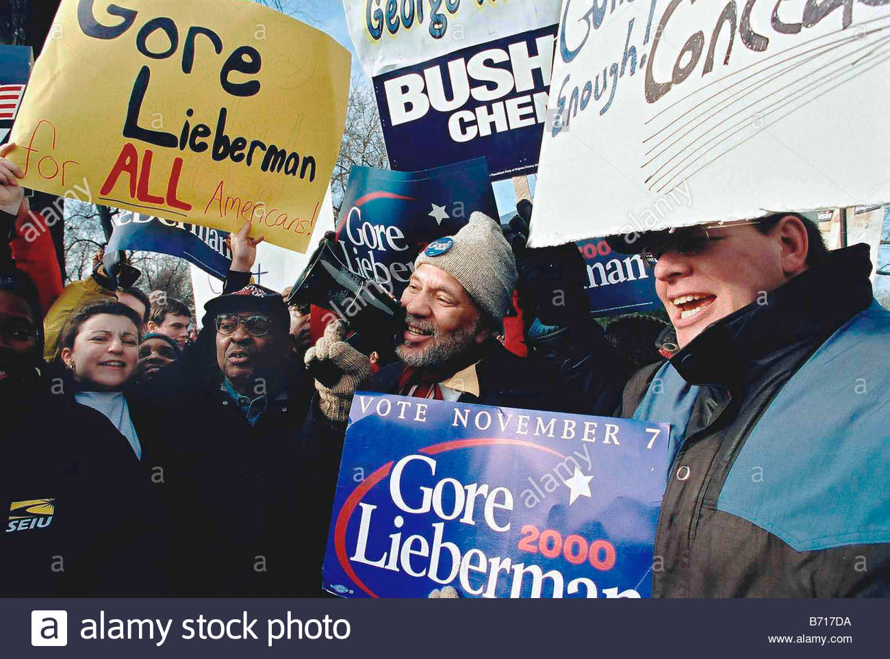 12 1 00 SUPREME COURT HEARING ON PRESIDENTIAL ELECTION Gore Lieberman supporters Isaac Long and Frank Wilds both - Stock Image