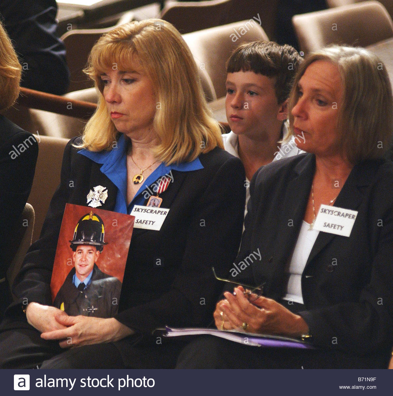 9 18 02 INVESTIGATION OF SEPT 11 INTELLIGENCE FAILURES Sally Regenhard founder and chair of the Skyscraper Safety - Stock Image