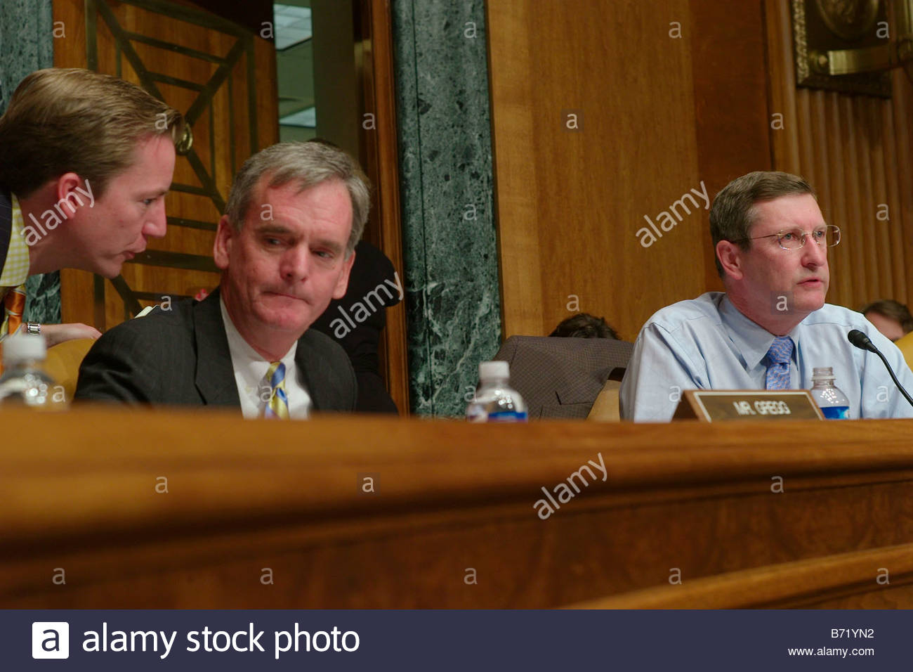 06 21 07 Senate Budget ranking member Judd Gregg R N H and Chairman Kent Conrad D N D during the hearing on the - Stock Image