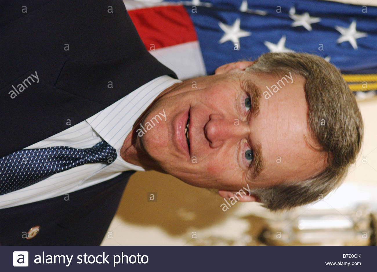 1 7 03 U S Rep Ander Crenshaw R Fla during a mock swearing in with House Speaker J Dennis Hastert R Ill CONGRESSIONAL - Stock Image