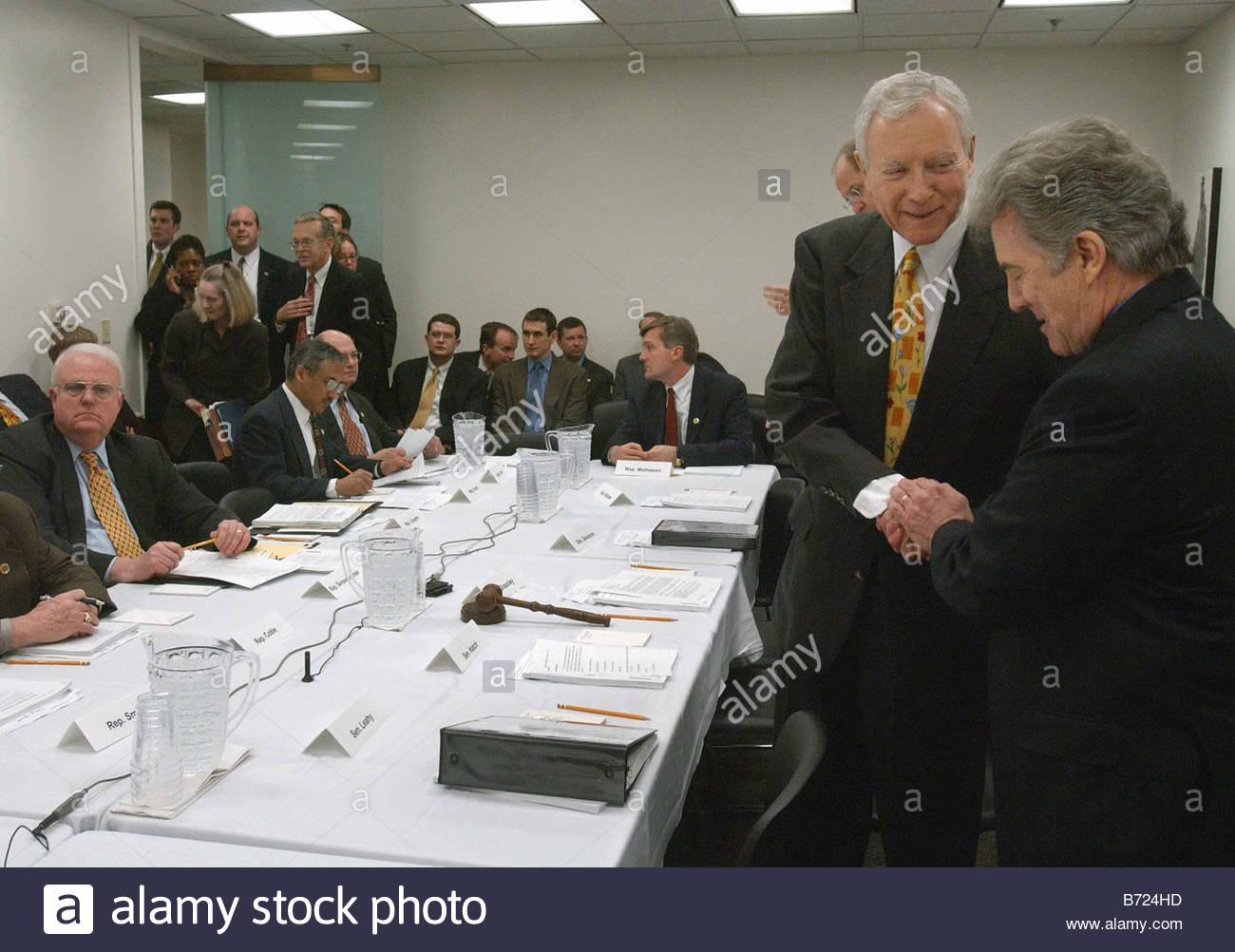 4 8 03 EXPLOITATION OF CHILDREN ACT Senate Judiciary Chairman Orrin G Hatch R Utah yellow tie at right greets John - Stock Image
