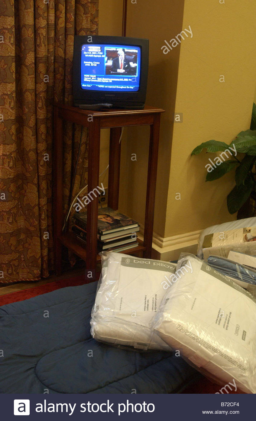 11 12 03 30 HOUR DEBATE IN SENATE ON JUDICIAL NOMINATIONS A pallette on the floor of the reception room in the office - Stock Image