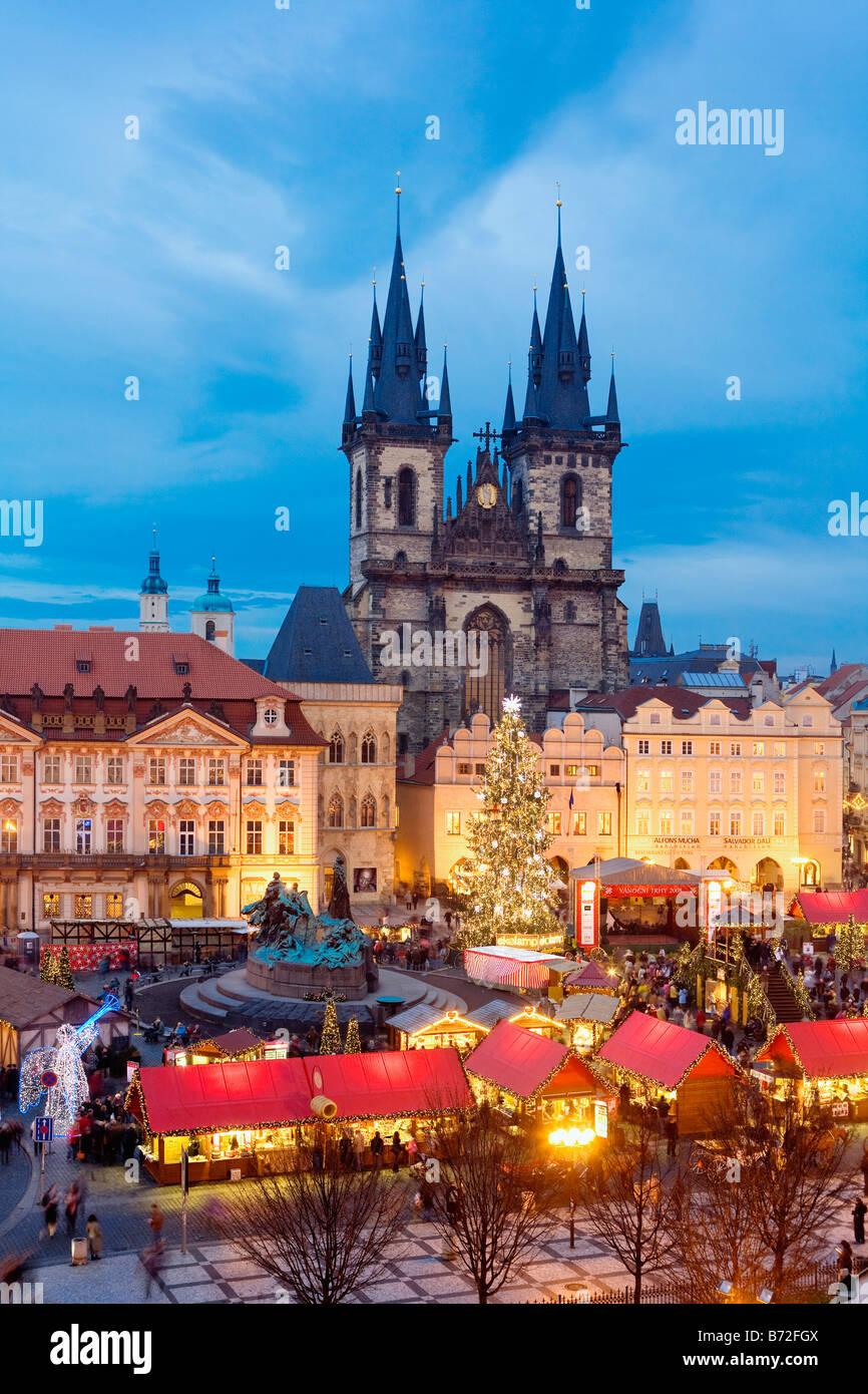 CZECH REPUBLIC PRAGUE OLD TOWN SQUARE CHRISTMAS MARKET - Stock Image