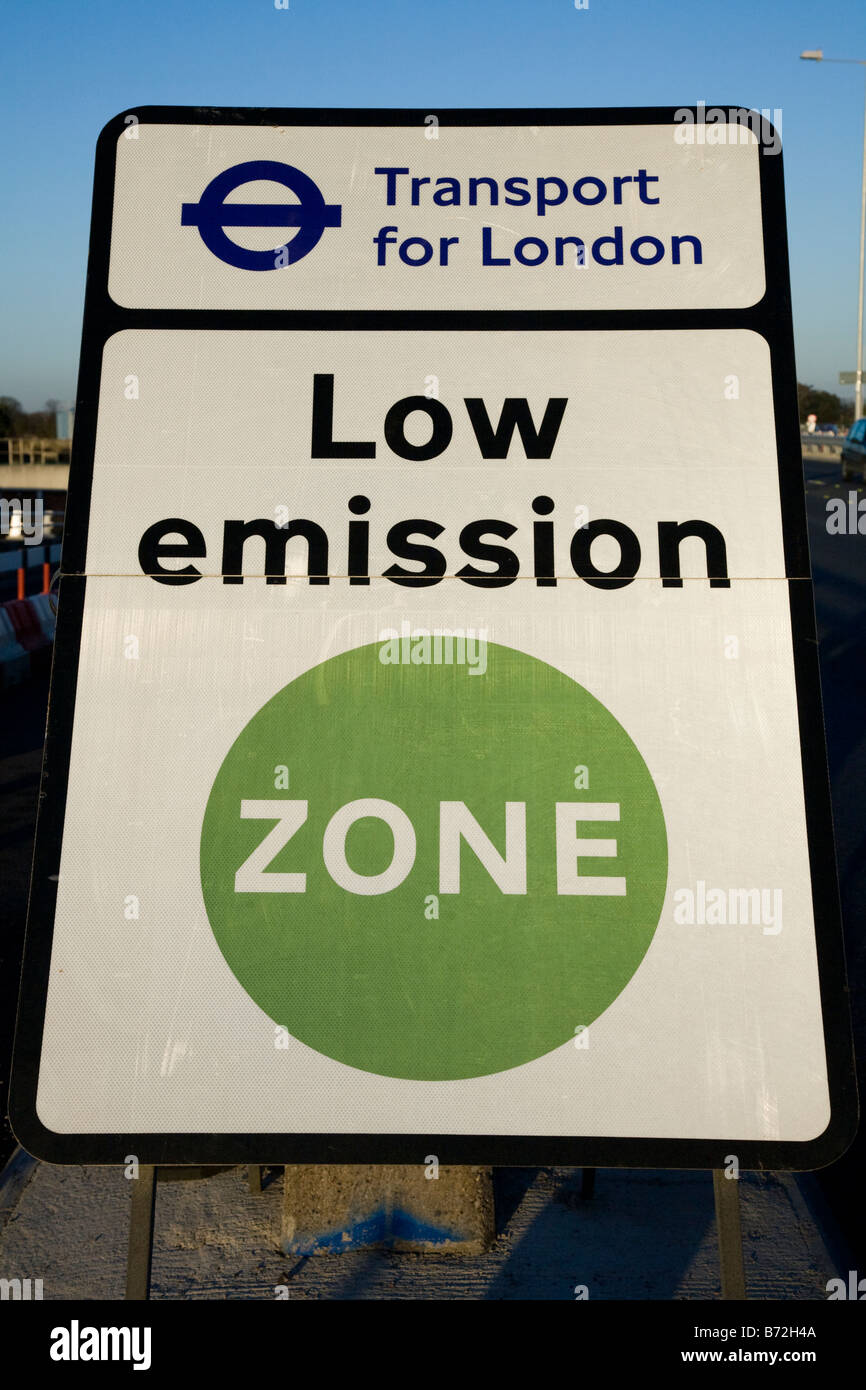 Low Emission Zone sign on the A316 in West London. (45) - Stock Image