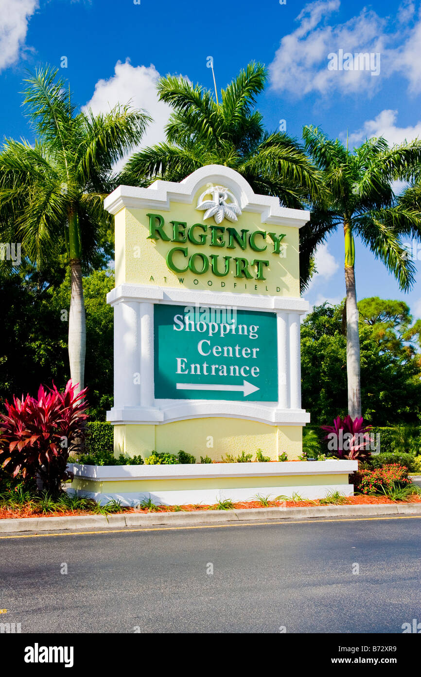 Boca Raton Shopping >> Boca Raton Regency Court Shopping Center At Woodfield Roadside
