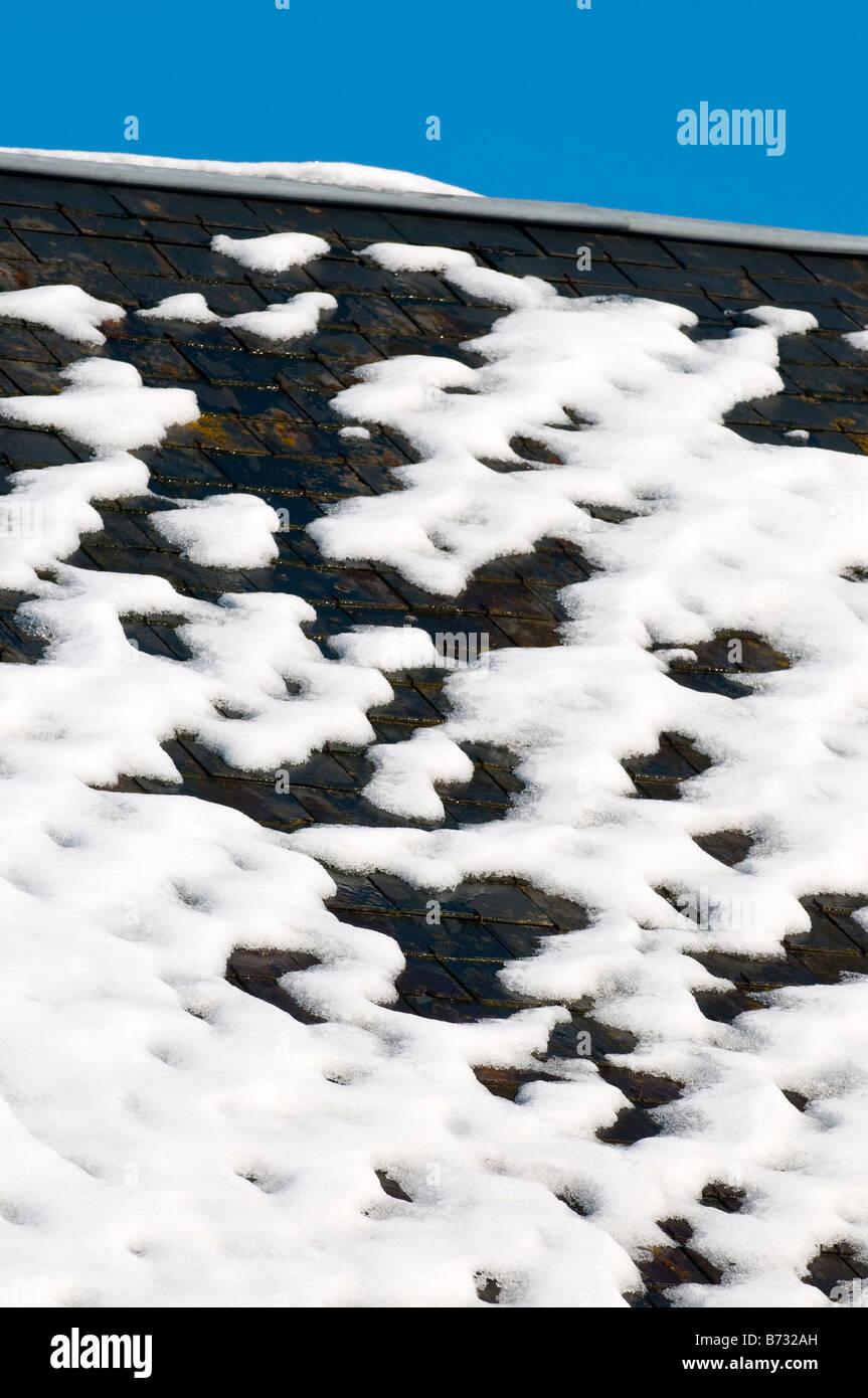 Melting wet snow on slate roof, sud-Touraine, France. - Stock Image