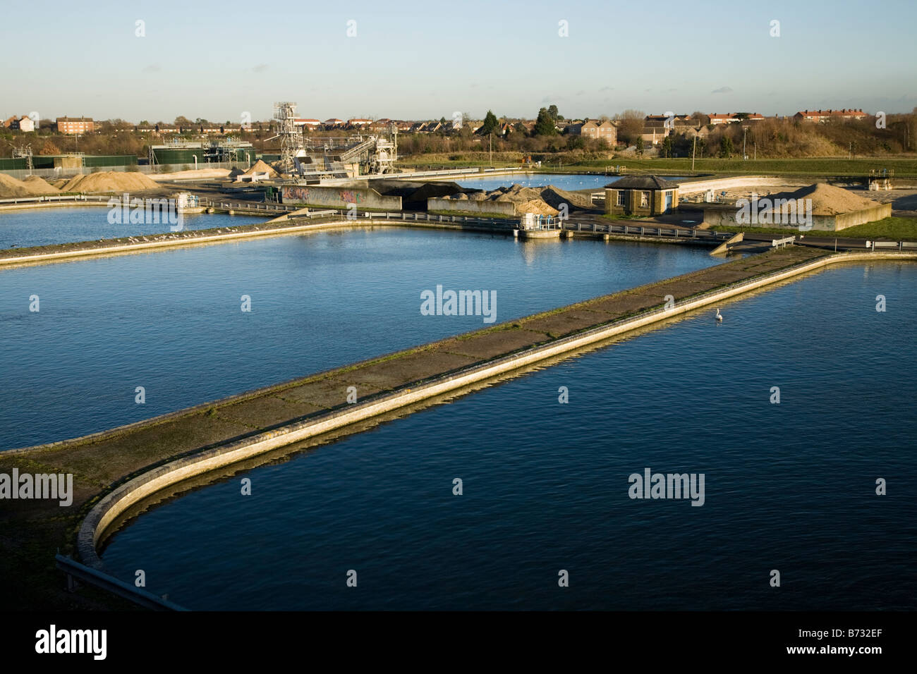 Filter beds at Thames Water treatment works at Kempton, Middlesex. UK. (44) Stock Photo