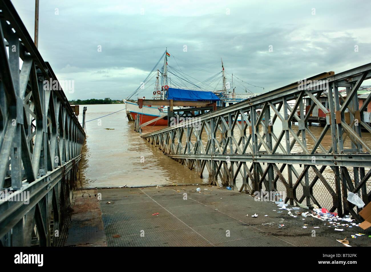 Suriname, Paramaribo. Neglected jetty. - Stock Image