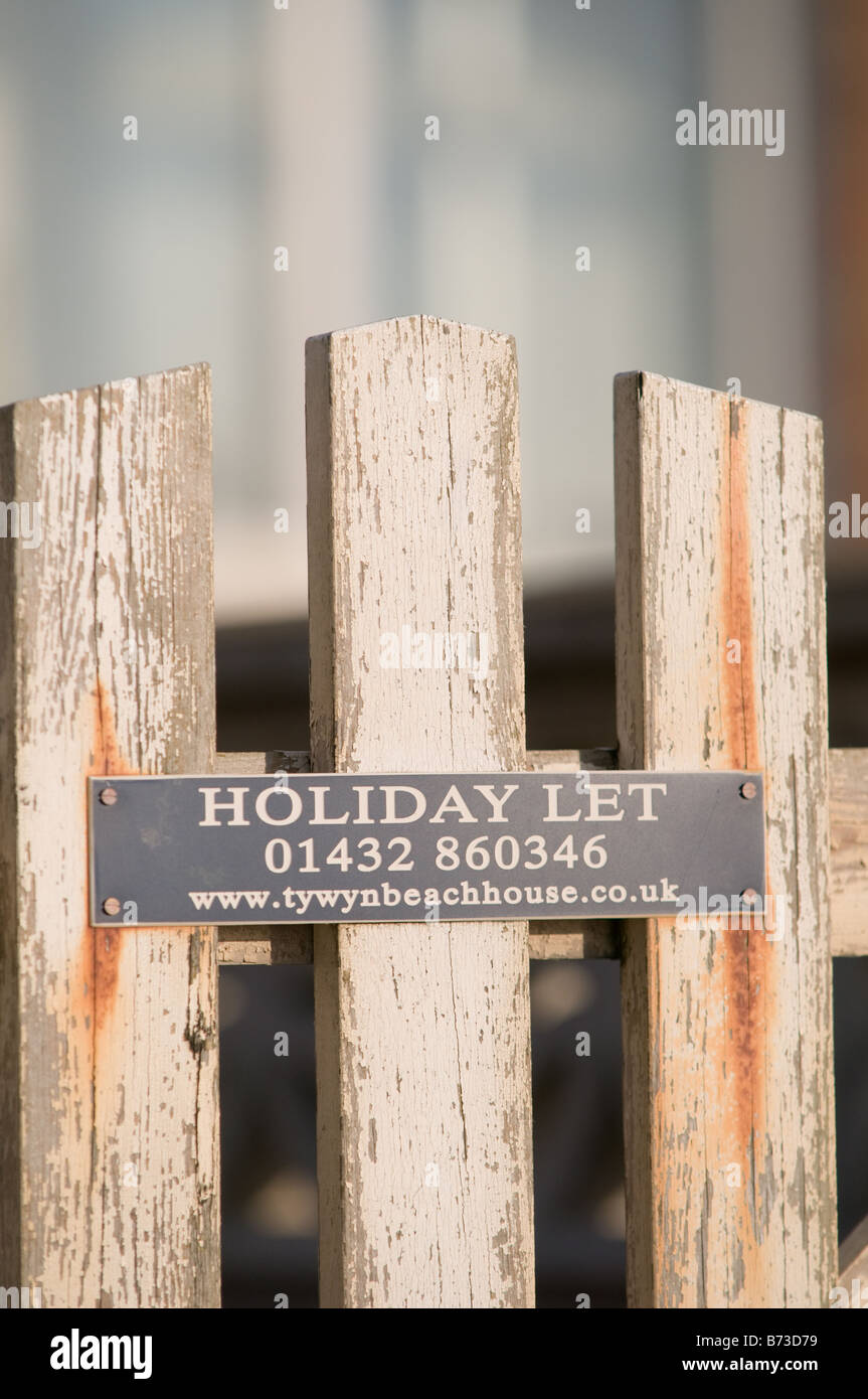 the wooden gate on a Holiday home to let tywynbeachhouse co uk Tywyn Wales UK - beach house accommodation - Stock Image