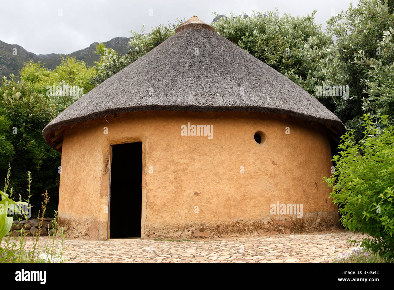 African Hut Within The Useful Plants Garden At Kirstenbosch National  Botanical Garden Cape Town South Africa