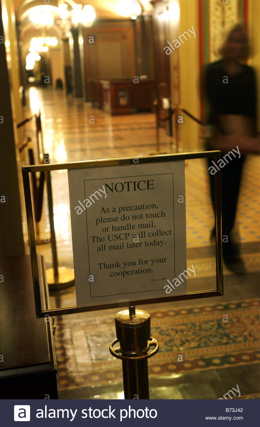 2 3 04 RICIN A sign just inside the door on the Senate side of the U S Capitol gives staff instructions on mail - Stock Image