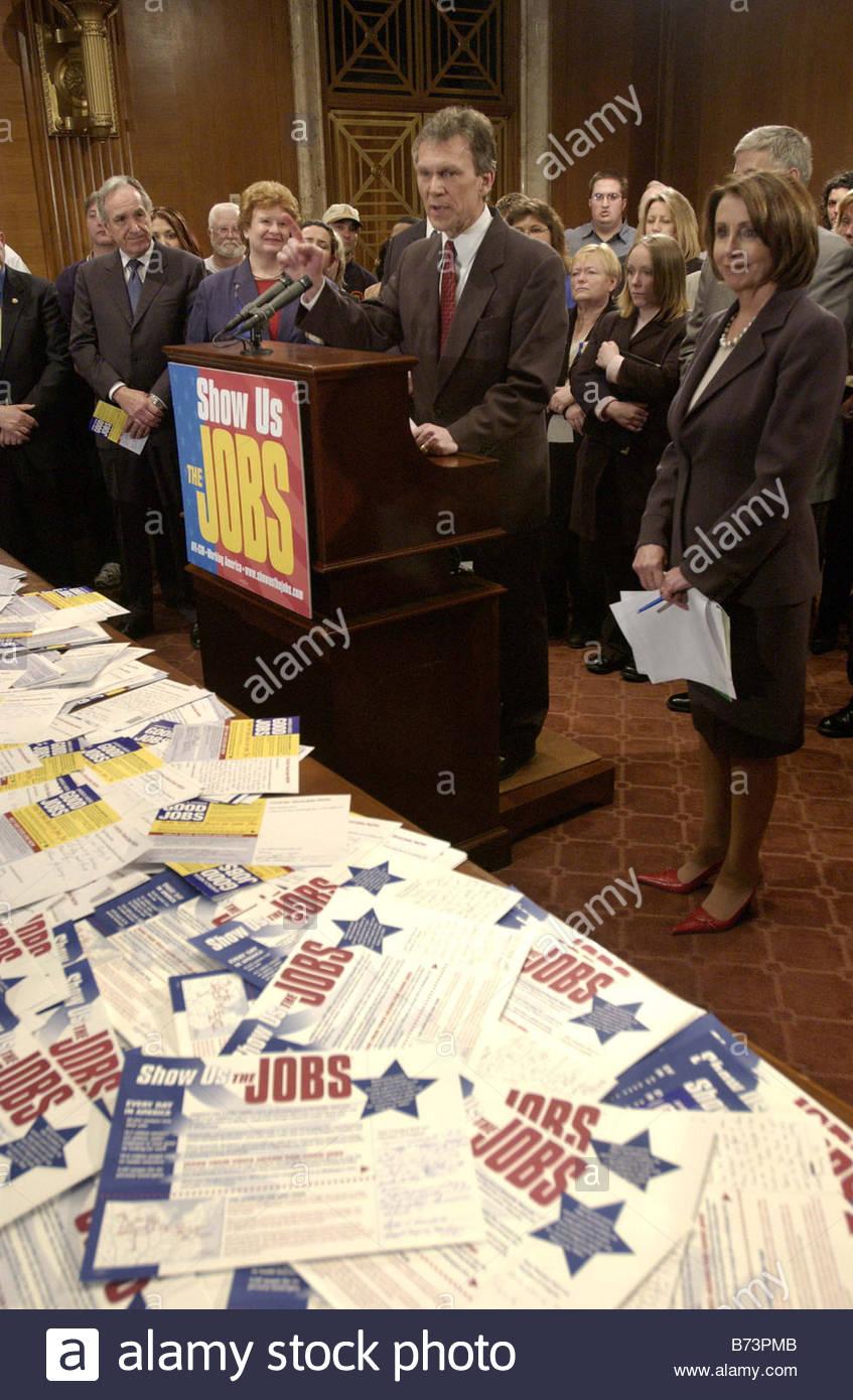 3 31 04 SHOW US THE JOBS TOUR Senate Minority Leader Tom Daschle D S D and House Minority Leader Nancy Pelosi D - Stock Image