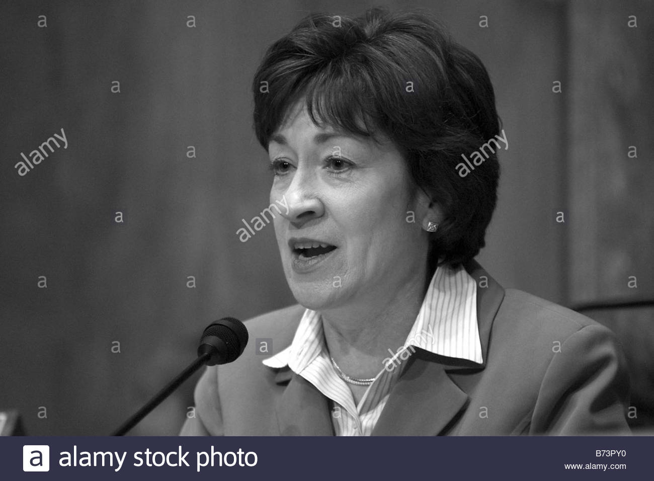 4 7 04 POSTAL SERVICE RESTRUCTURING Chairman Susan Collins R Maine during the Senate Governmental Affairs Committee - Stock Image