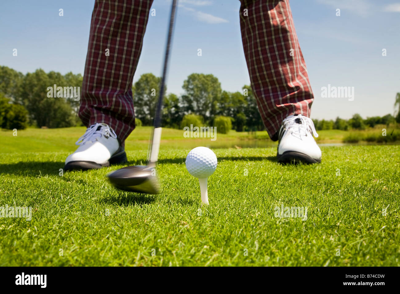 golfer concentrating on the 18th hole - Stock Image