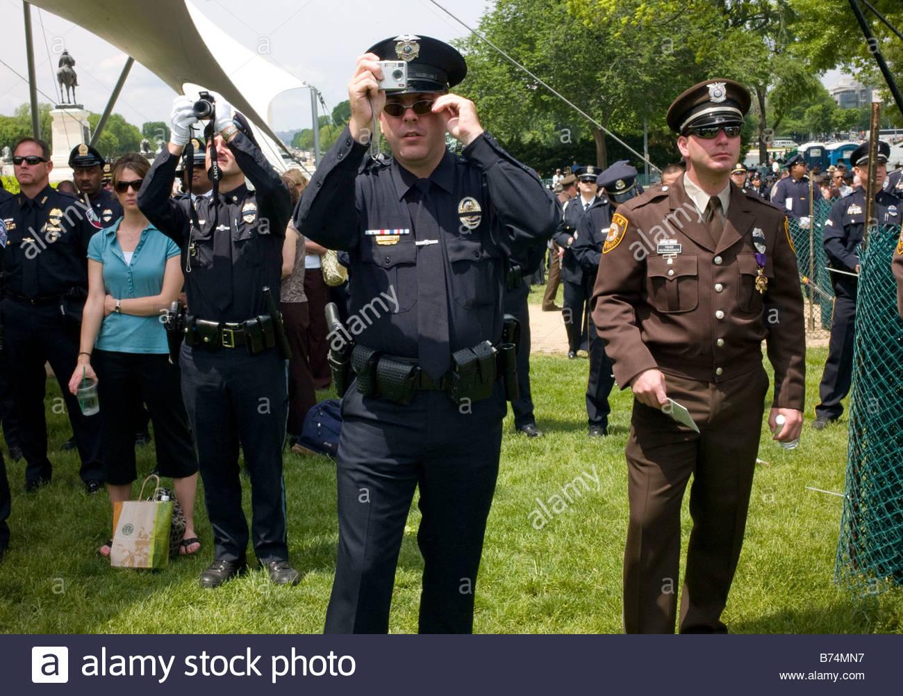 WASHINGTON DC May 15 Lexington Mass Officer Sal Mirabella Jr with wife Jessica far left Davie Fla Officer Bryan - Stock Image