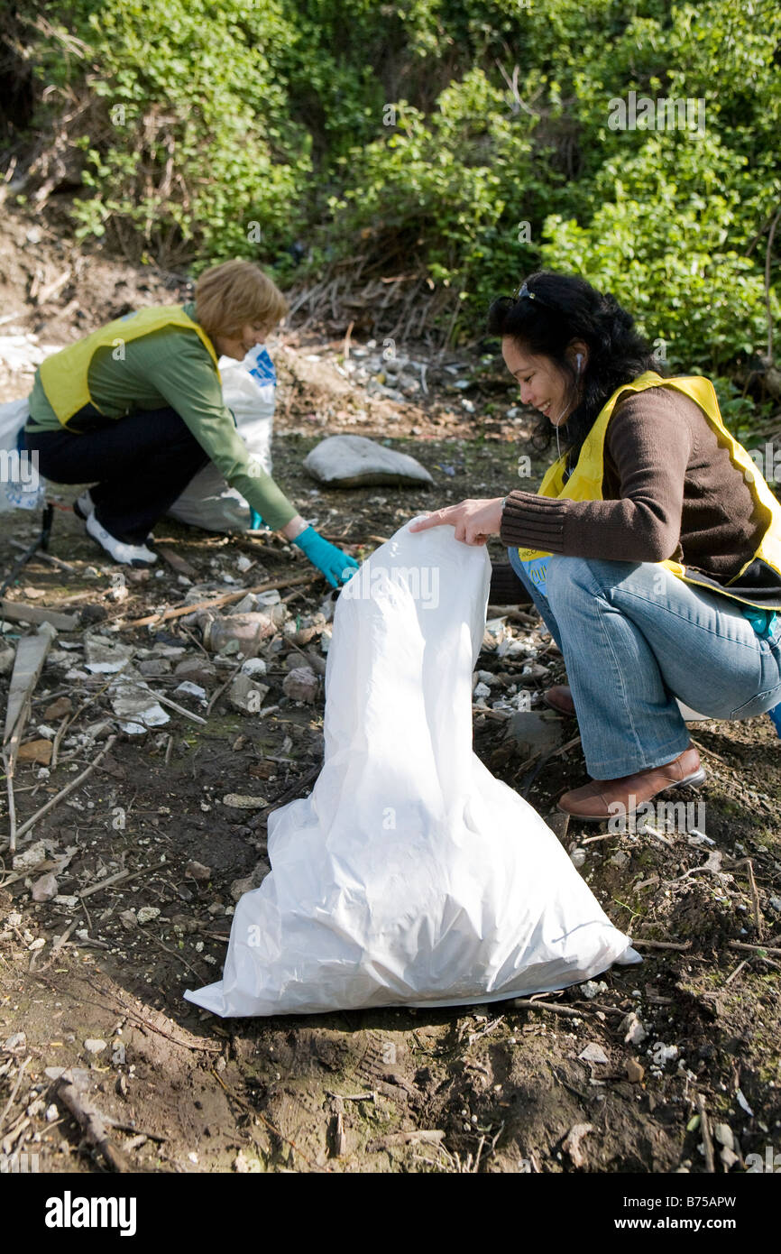 Women helping with community clean-up, Vancouver, Canada - Stock Image