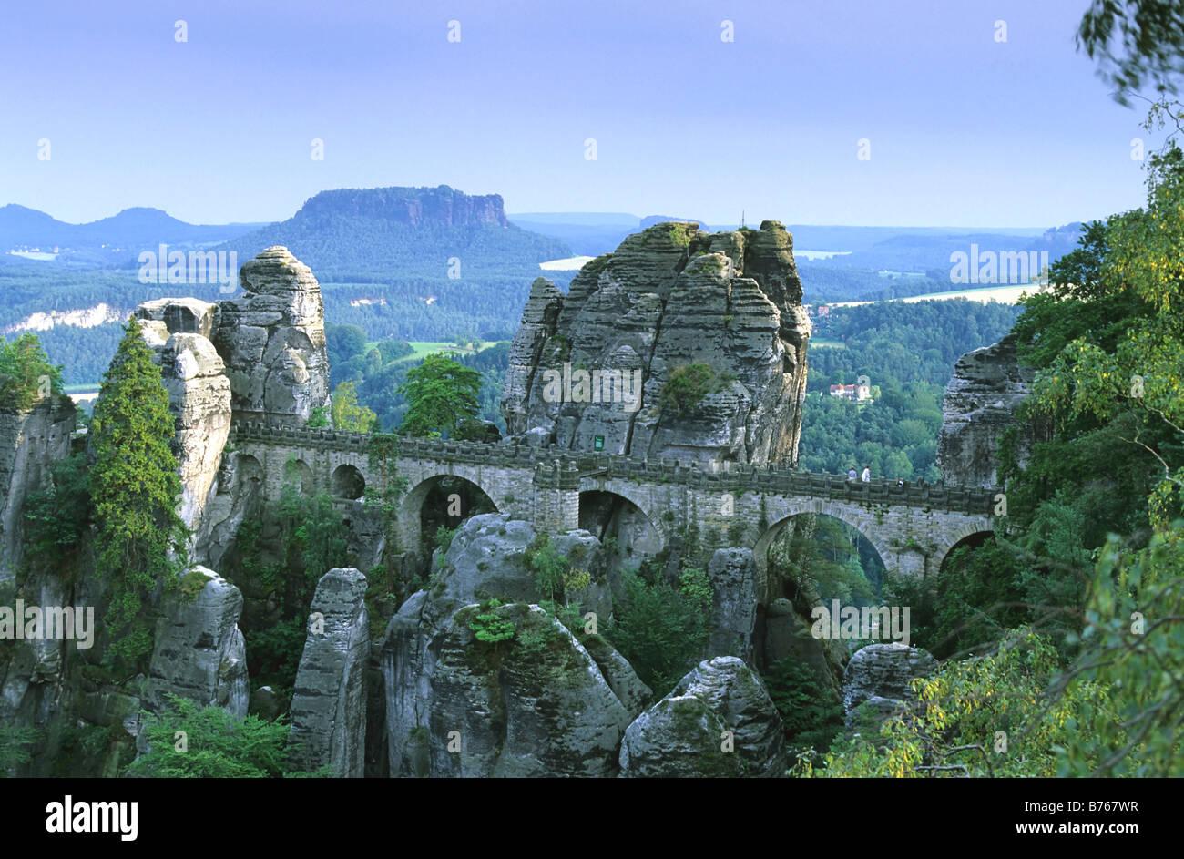 Elbsandsteingebirge bei Rathen Bastei Nationalpark Saechsische Schweiz Basteibruecke Sandstone cliffs Germany Deutschland - Stock Image