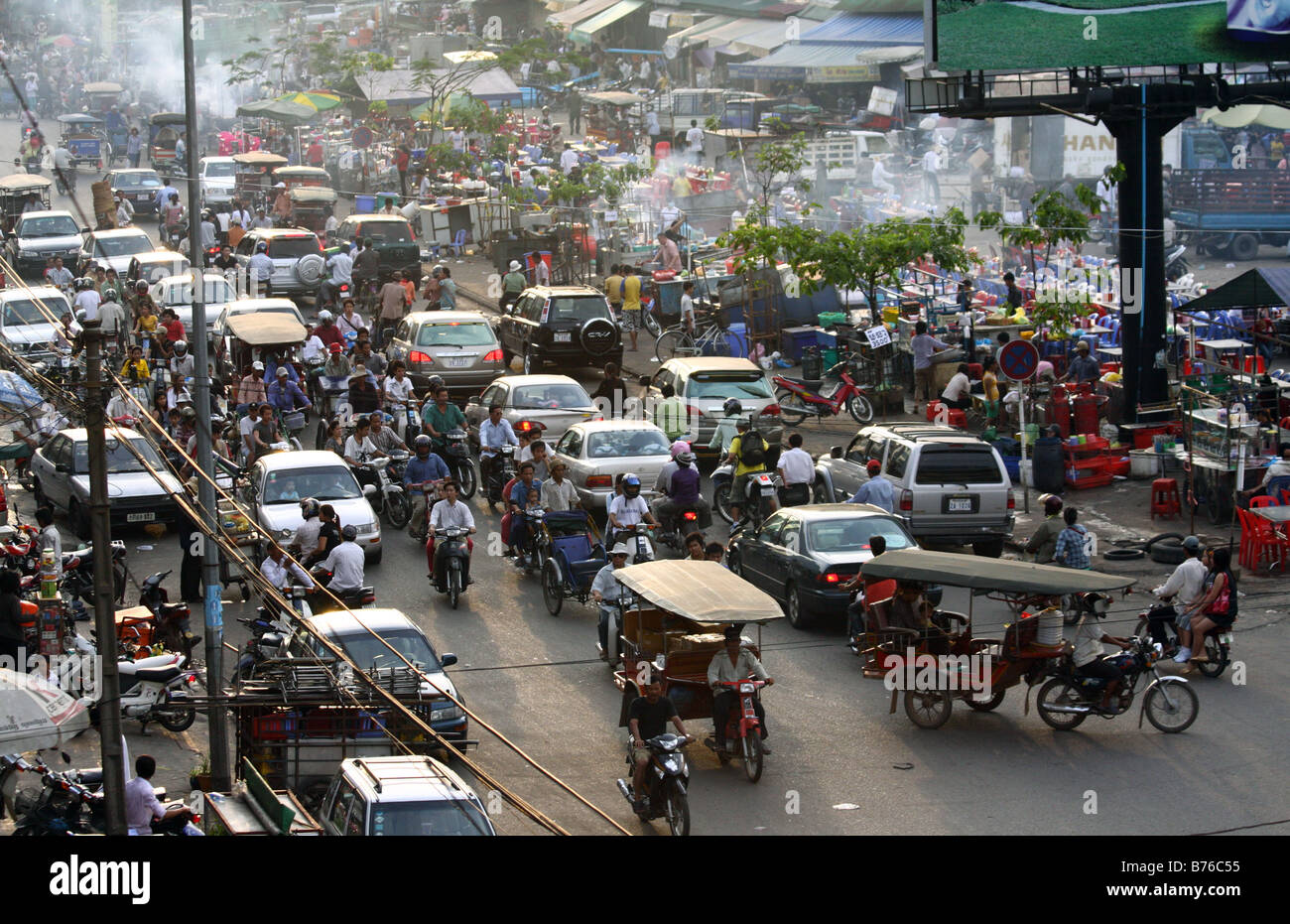 Chaos and traffic in Phnom Penh, Cambodia - Stock Image