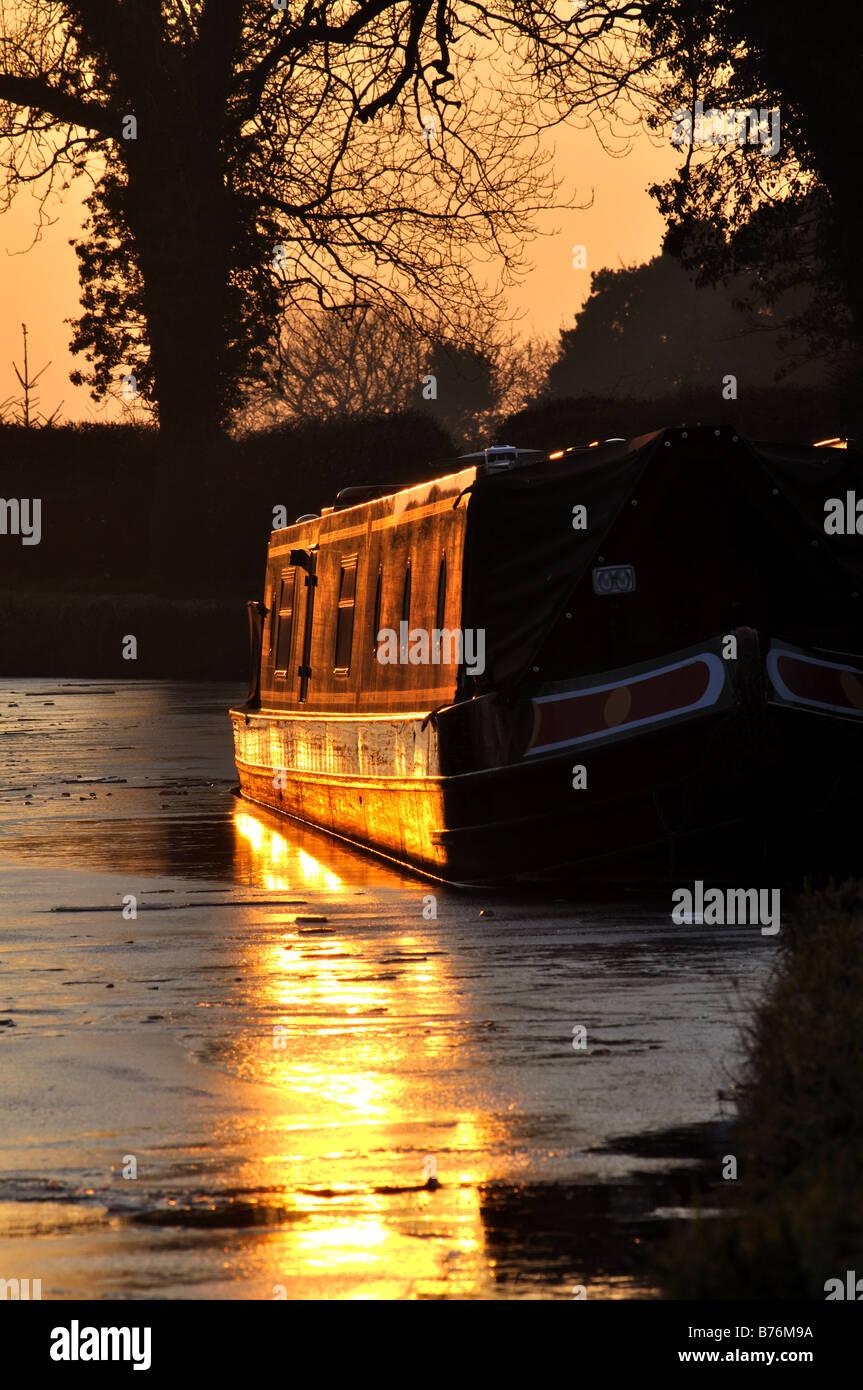 Stratford upon Avon Canal at sunset in winter, Wootton Wawen, Warwickshire, England, UK - Stock Image