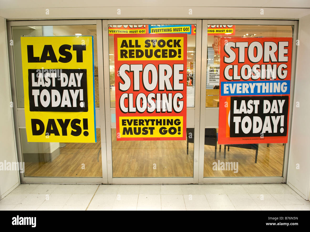Store closing posters in the window of the Woolworths ... - photo#49
