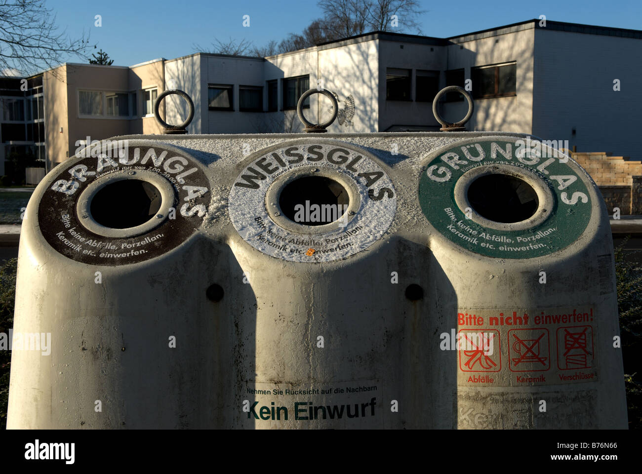 Street bottle bank, Leverkusen, North Rhine-Westphalia, Germany. - Stock Image