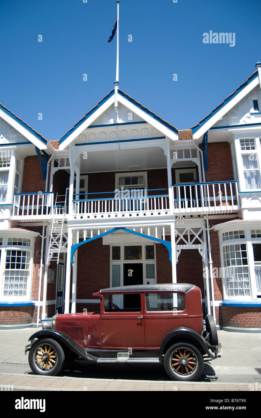 Vintage Erskine car outside Windsor Hotel, Armagh Street, Christchurch, Canterbury, New Zealand - Stock Image