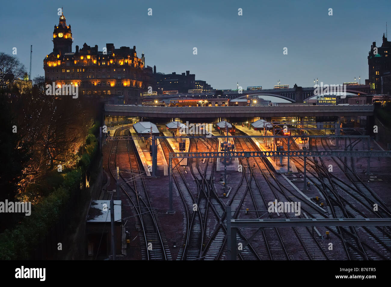 Edinburgh's Waverley Station and Balmoral Hotel in Winter - Stock Image