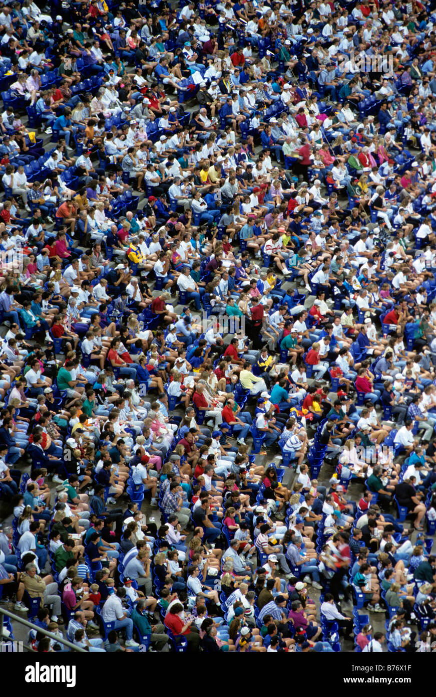 OVERHEAD VIEW OF CROWD OF SPECTATORS AT TWINS' BASEBALL GAME IN MINNEAPOLIS, MINNESOTA. - Stock Image