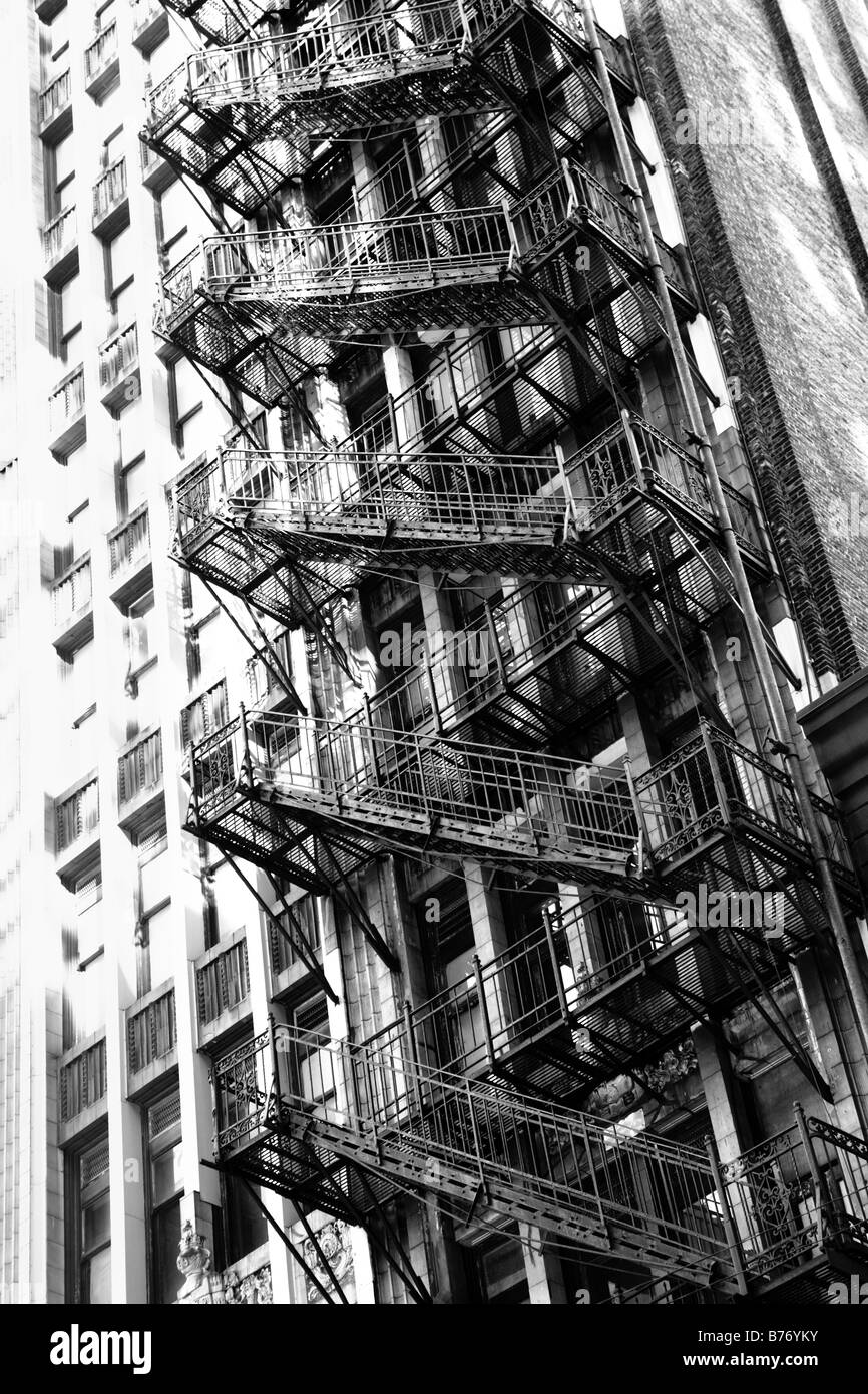FIRE ESCAPE ON THE SIDE OF THE OLD DOWNTOWN BUILDING ON ADAMS STREET IN CHICAGO ILLINOIS USA - Stock Image