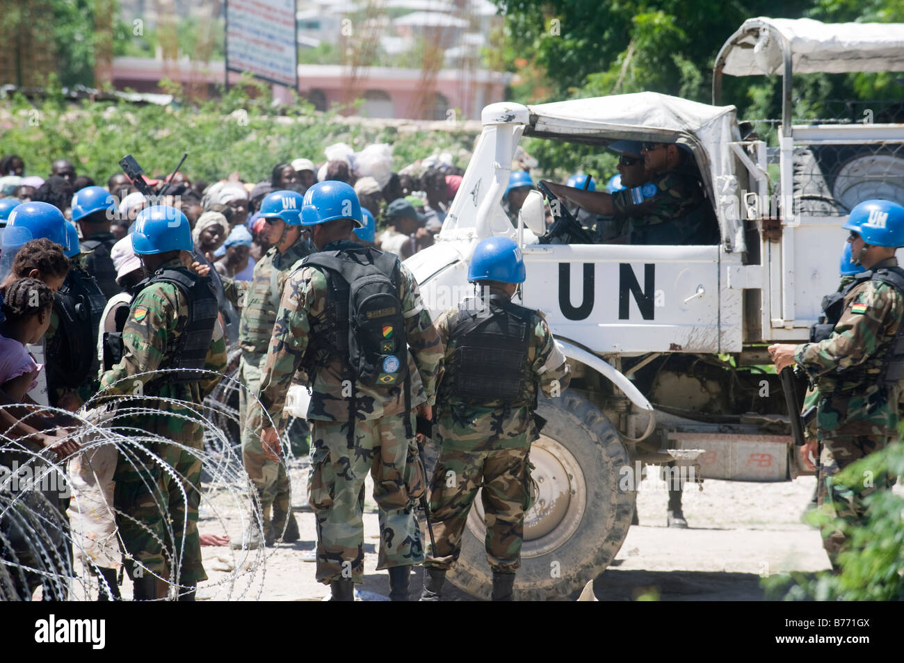 UN peacekeepers distribute emergency food to Haitians in Gonaives after three hurricanes struck in August 2008. - Stock Image