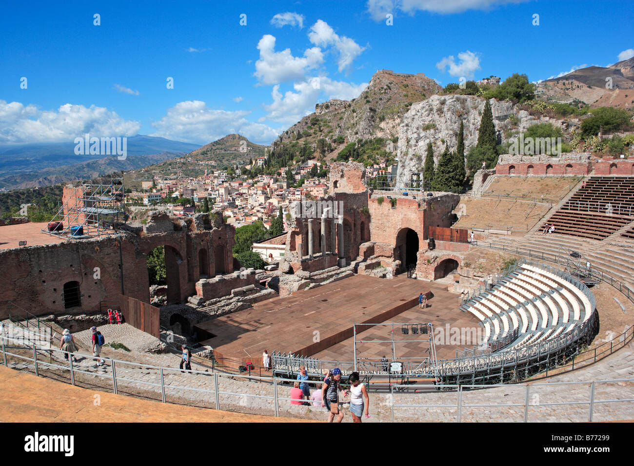 Greek Theatre and Mount Etna streaming cloud, Taormina, Sicily - Stock Image