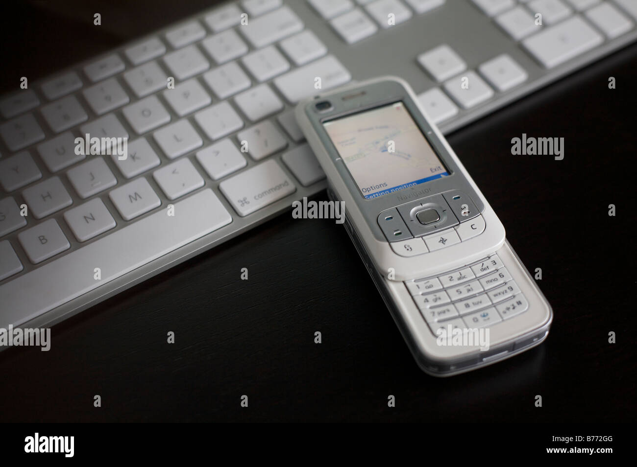 Nokia 6110 Navigator with keyboard in the background - Stock Image