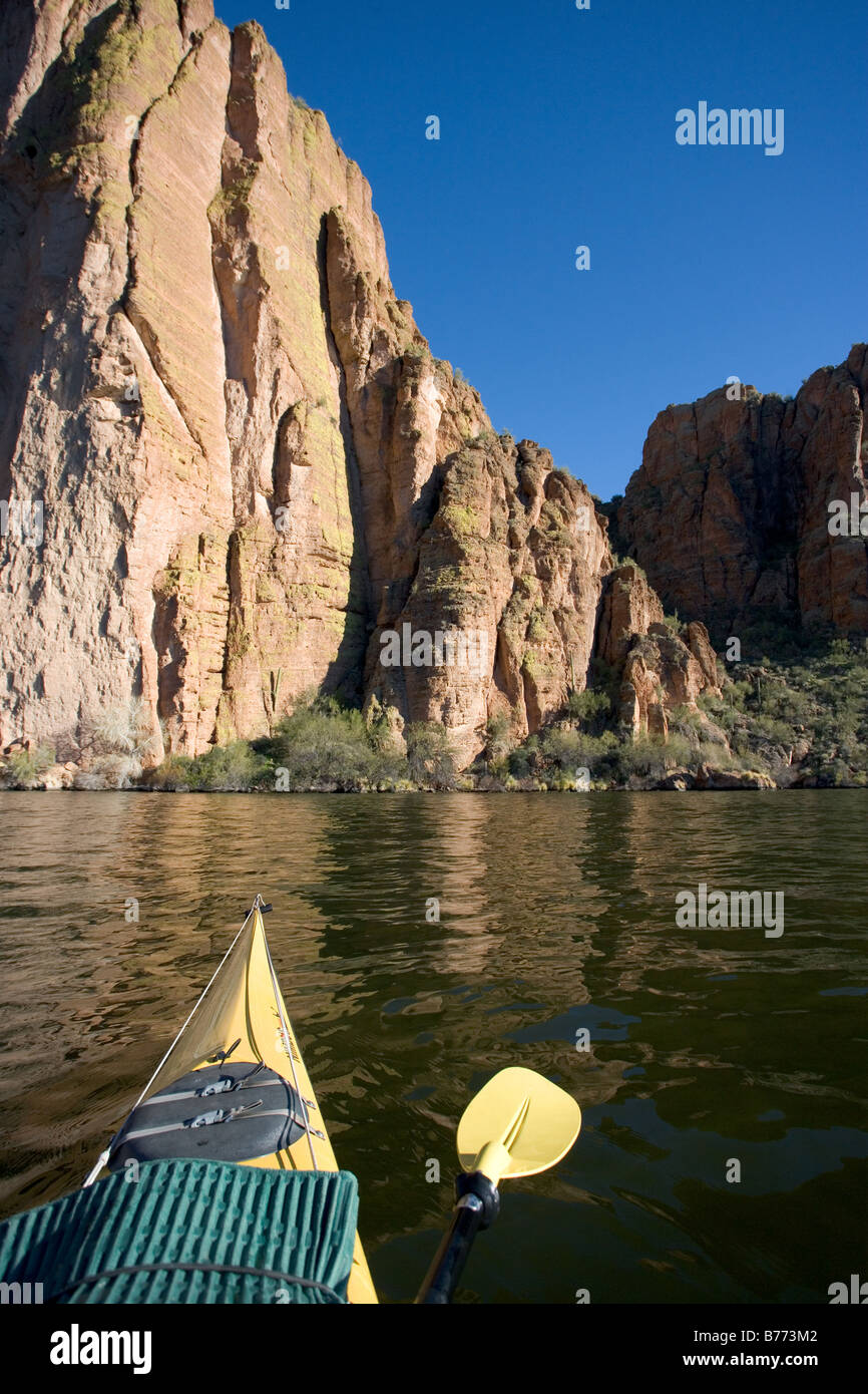 A Kayak in a desert lake in Arizona with in the background Canyon lake was formed when the Salt River was dammed. - Stock Image