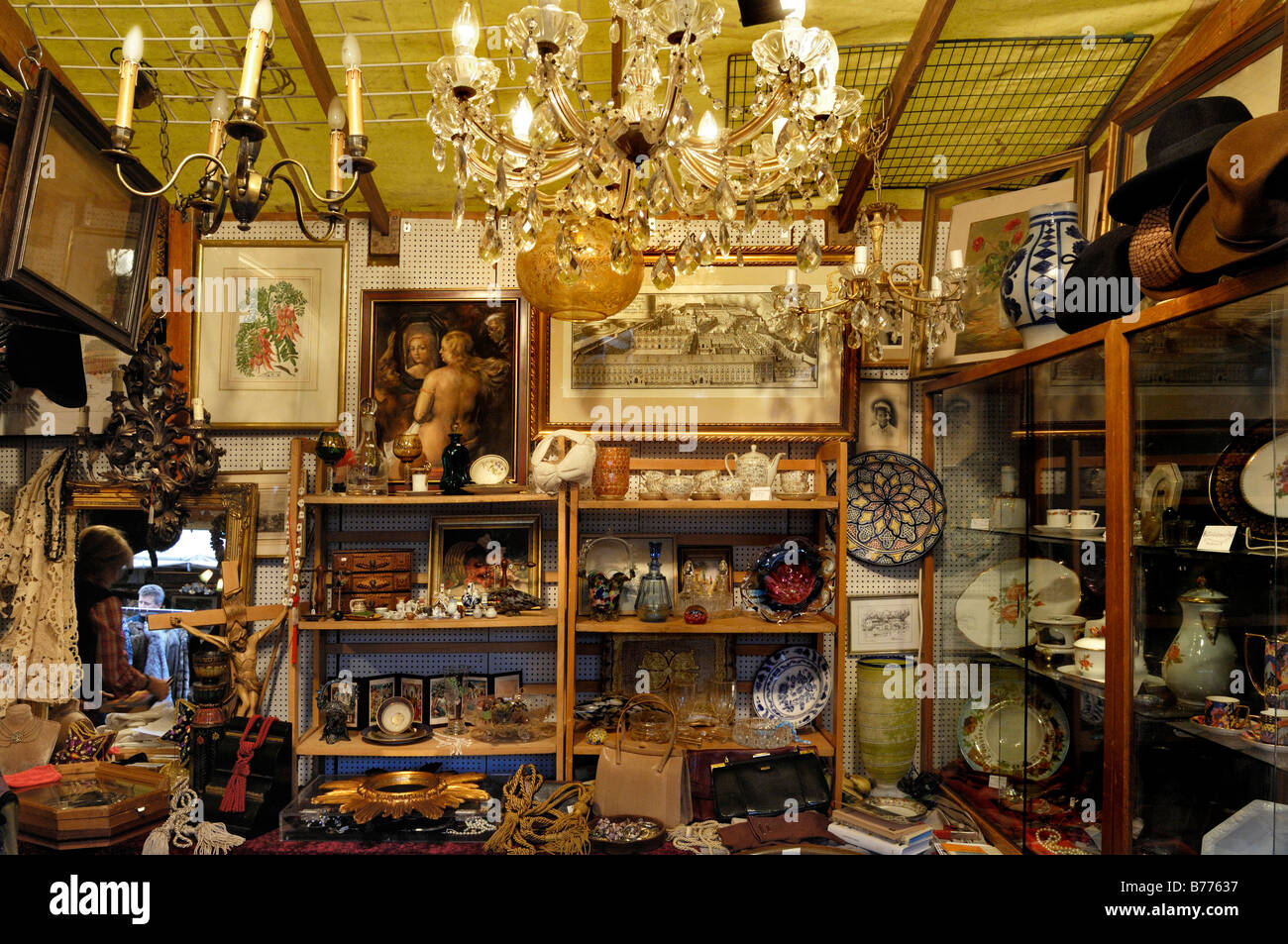 Chandeliers and paraphernalia, stall at the Auer Dult market, Munich, Bavaria, Germany, Europe - Stock Image