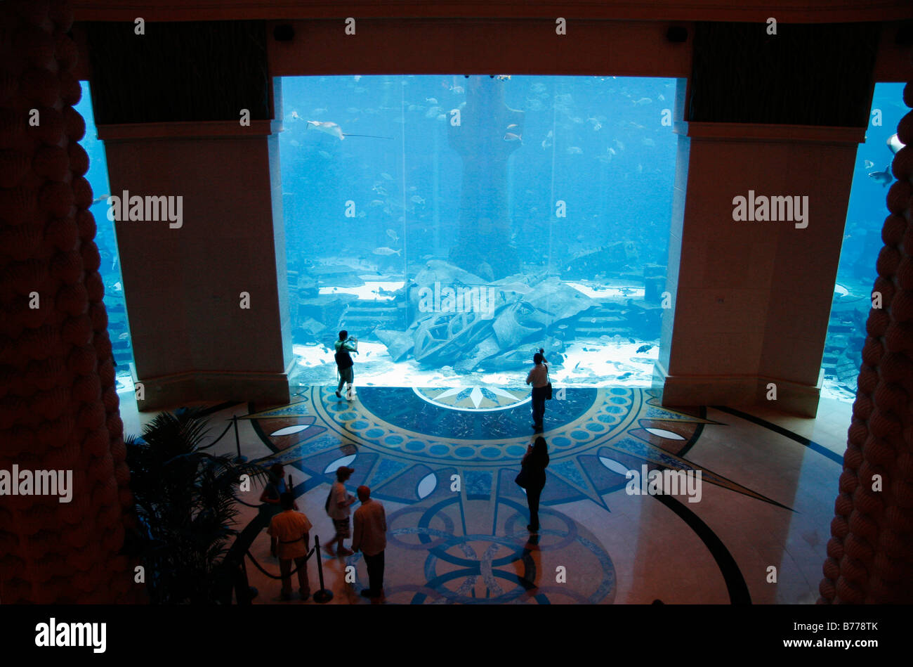 East Tower Lobby, view of the Ambassador Lagoon, eleven million liters aquarium with over 60000 fish, Atlantis, - Stock Image