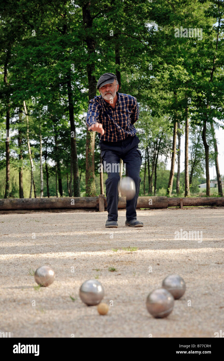 Man playing Boules, Petanque, Provence, Southern France, France, Europe - Stock Image