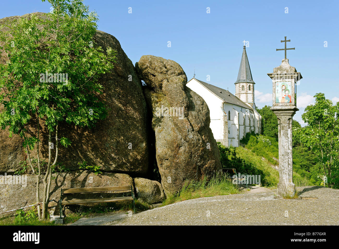 Wayside shrine in front of the parish church St. Thomas with the Bucklwehluckn, Unterer Burgstall, St. Thomas am - Stock Image