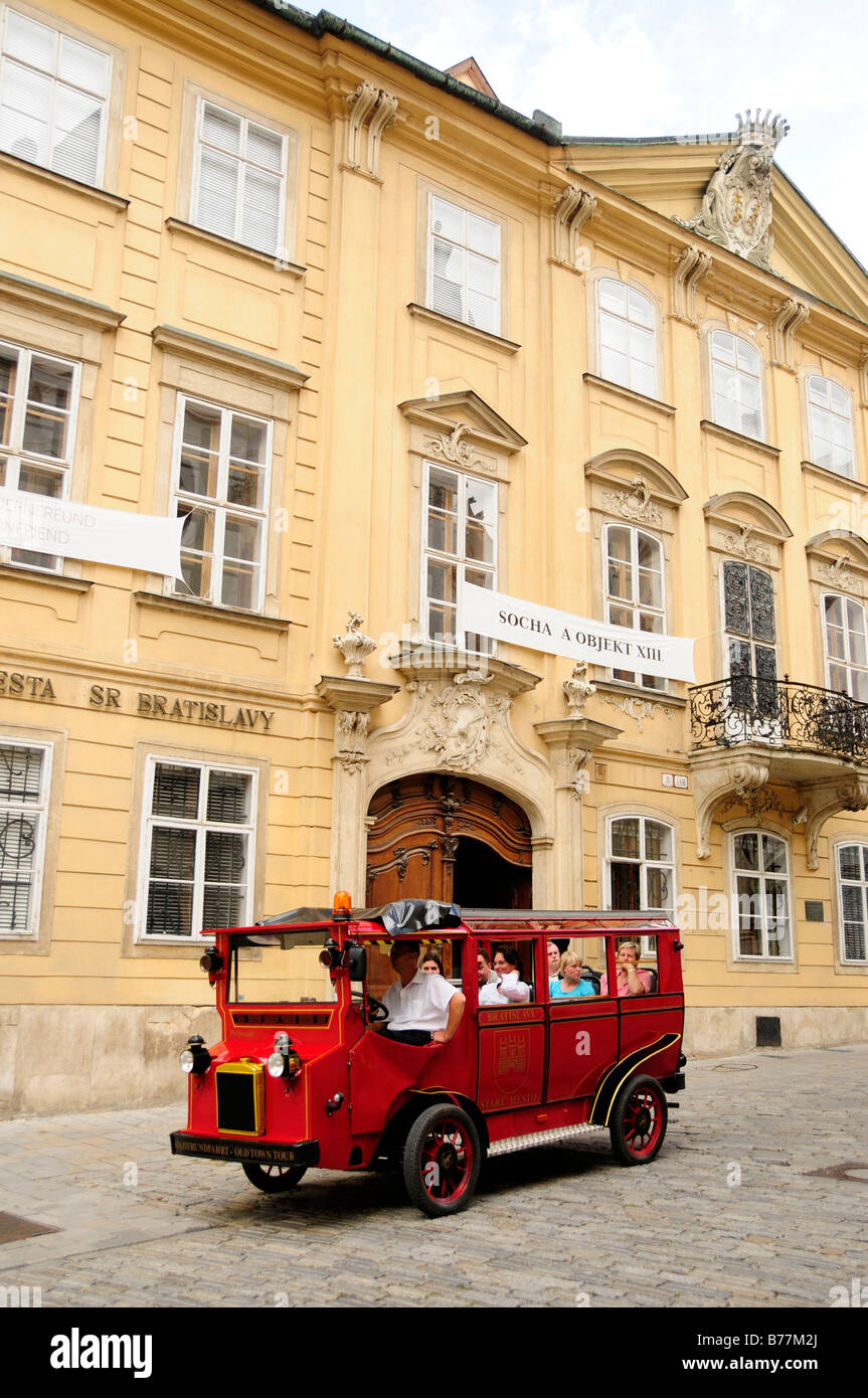Nostalgic tourist bus in the historic centre of Bratislava, formerly known as Pressburg, Slovakia, Europe - Stock Image