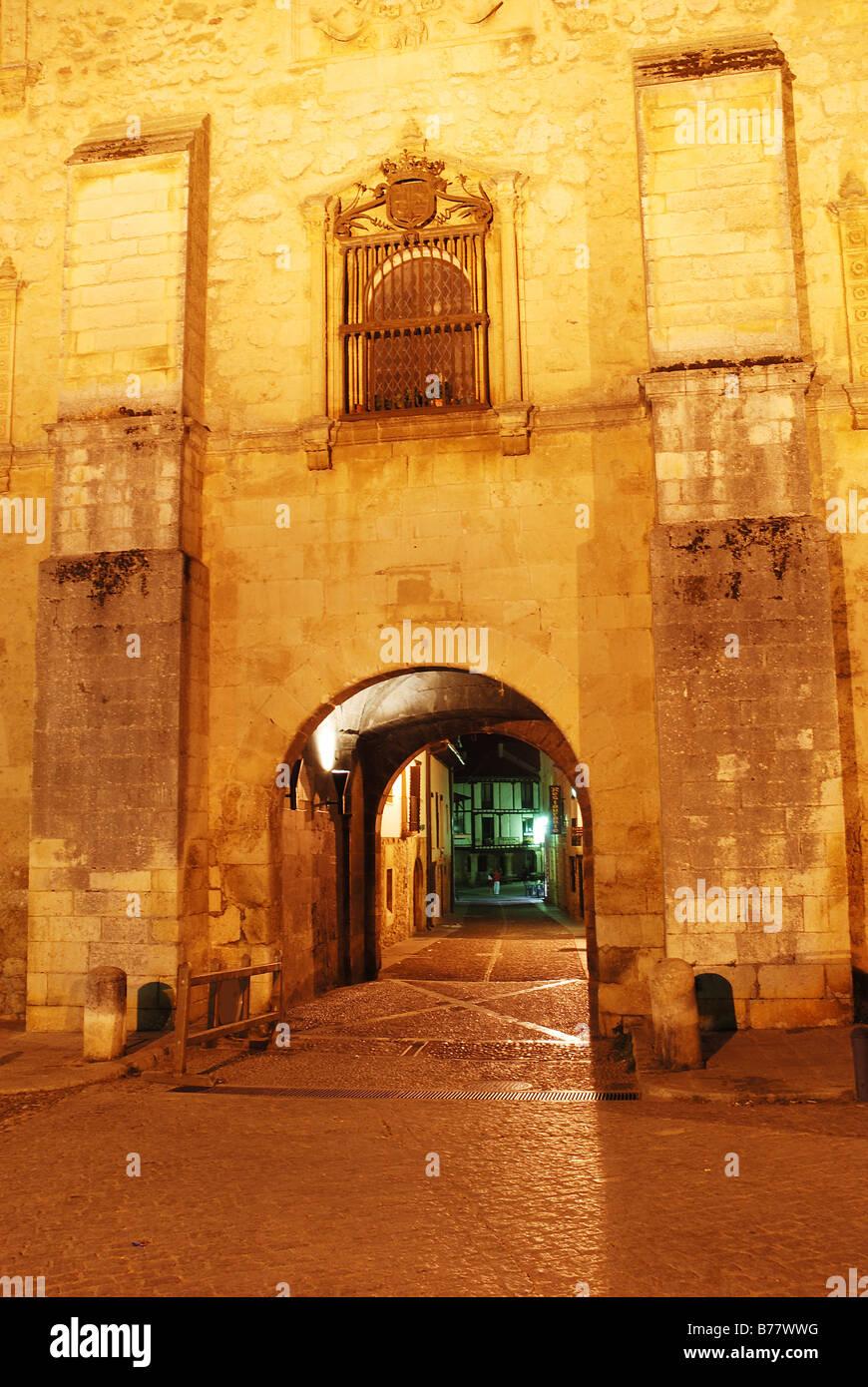 Arco del Archivo. Night view. Covarrubias. Burgos province. Castile Leon. Spain. - Stock Image